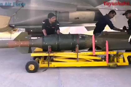 Сброс Су-30МКИ западных бомб показали на видео