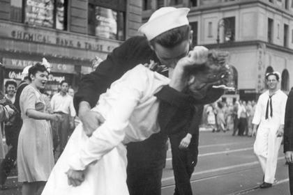 Умер герой легендарного снимка в день окончания Второй мировой
