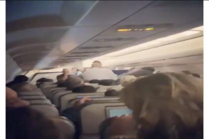 Рождение младенца на борту самолета в полете попало на видео