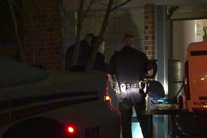 Отец покрутил на пальце пистолет на вечеринке дочери и подстрелил себя