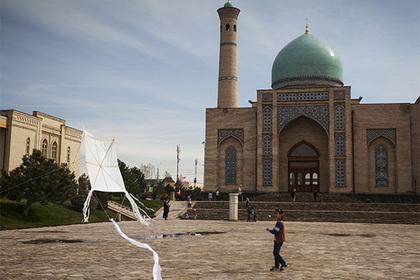 Прием в вузы Узбекистана решили сделать платным