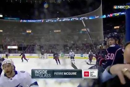 Шайба пролетела в сантиметрах от головы комментатора матча НХЛ