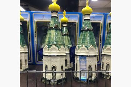 Российские священники возмутились бутылкой водки в форме часовни