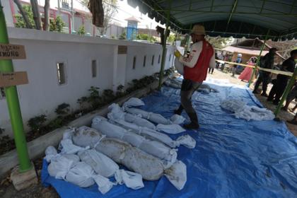 В Индонезии нашли массовое захоронение жертв цунами 15-летней давности
