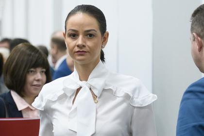 Семью заявившей о ненужности молодежи экс-чиновницы заподозрили в махинациях