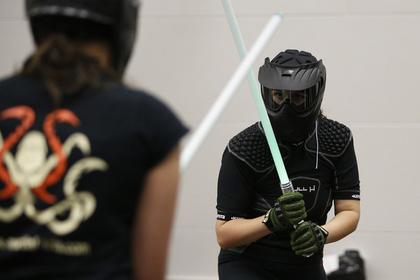 Дуэль на световых мечах стала официальным видом спорта во Франции