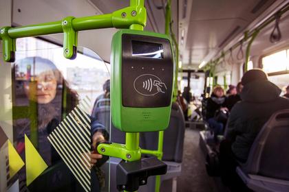 Водитель автобуса забыл зарядить валидатор и наказал детей-пассажиров