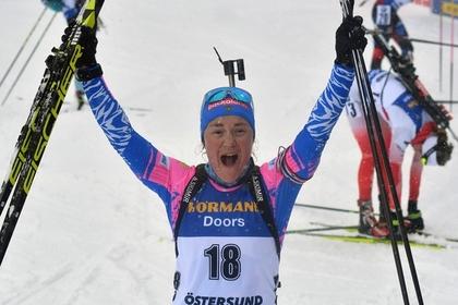Российская биатлонистка расплакалась после завоевания медали ЧМ
