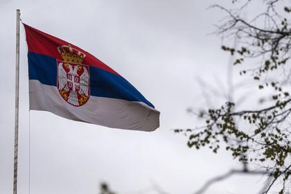 Протестующие сербы решили запереть президента во дворце