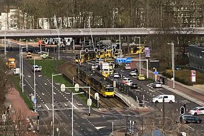 В Нидерландах неизвестный обстрелял трамвай
