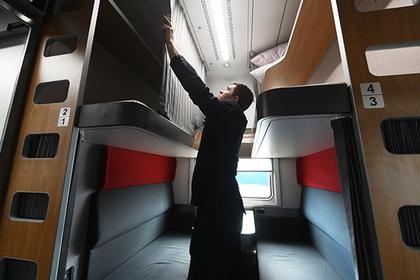 В России запустили первый поезд с капсульными плацкартами