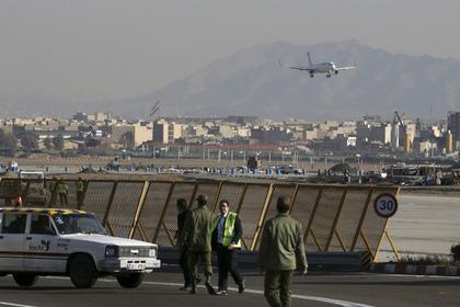 В иранском аэропорту загорелся самолет с пассажирами