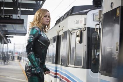 Самую сильную женщину Капитана Марвел сочли лесбиянкой