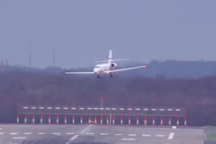 Самолет «утонул в асфальте» во время экстремальной посадки в шторм