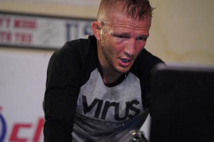 Чемпион UFC провалил допинг-тест и отказался от титула