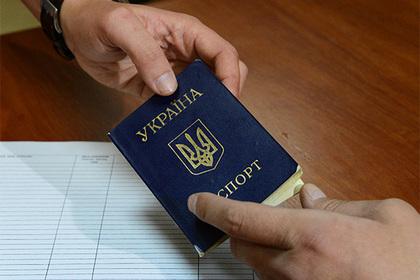 На Украине рассказали о тысячах выданных загранпаспортов крымчанам