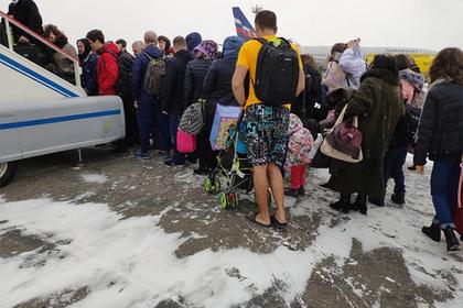 Сибиряк в шортах и футболке на заснеженном аэродроме восхитил пользователей сети