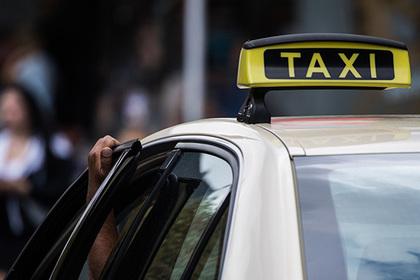 Таксист спрятал в машине камеры для заглядывания под юбки пассажирок