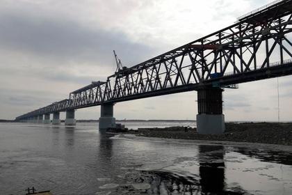 Компания Руслана Байсарова установила ключевую часть моста в Китай