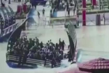 Момент крушения перегруженного парома в Ираке попал на видео