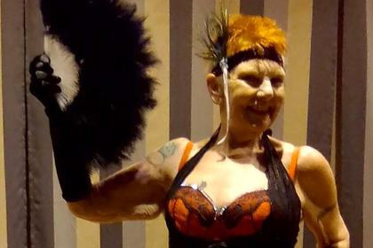 71-летняя британка стала самой старой эротической танцовщицей