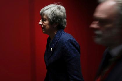 Мэй вынудили ужинать отдельно от лидеров ЕС