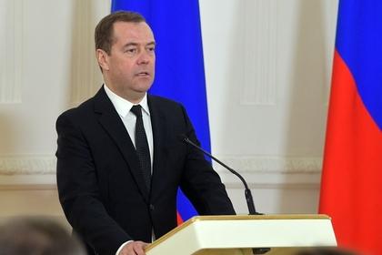 Медведев поручил подготовить новую концепцию административного кодекса