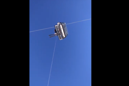 Россияне застряли на канатной дороге на три часа и сняли свое спасение на видео