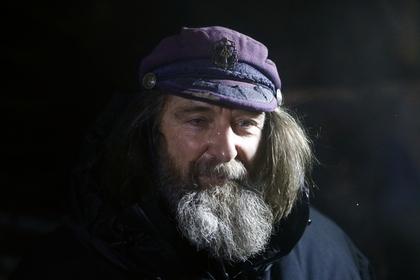 Преодолевшему восьмиметровые волны Конюхову предрекли череду новых штормов