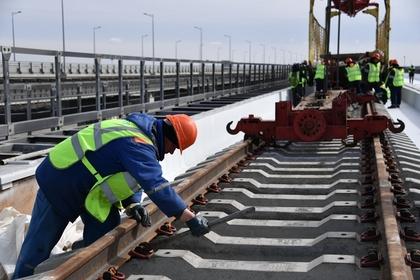 Над Керченским проливом сошлись железнодорожные арки Крымского моста