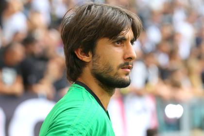 Футболист сборной Италии травмировался из-за бутылки