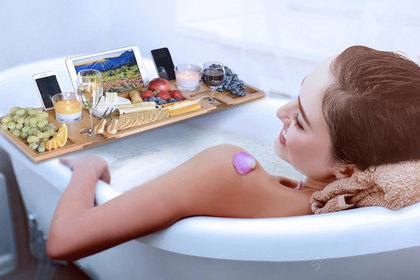 Реклама со странными привычками женщин в ванной озадачила зрительниц