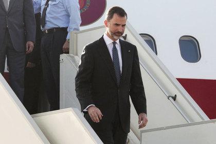 Король Испании застрял в самолете из-за отсутствия трапа нужного размера