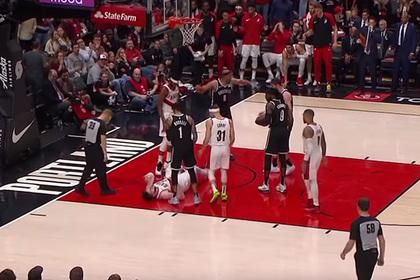 Игрок НБА неудачно приземлился и получил двойной перелом ноги