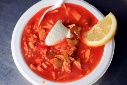 Названы самые вредные любимые супы россиян