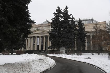 В Пушкинском музее выступили против алкоголя и вспомнили о детях
