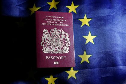 Обложки британских паспортов лишились надписи «Европейский союз»