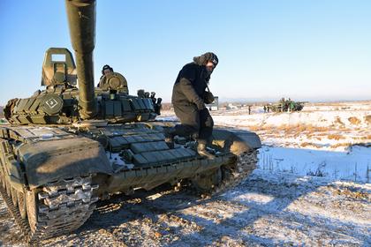 Появилось видео со стреляющим дровами российским Т-80