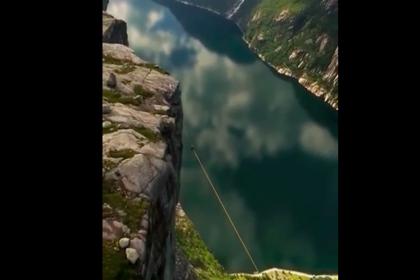 Норвежский спортсмен прошел по канату на высоте километра