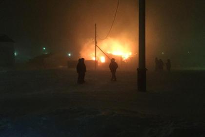 Пережившие пожар мать и семеро детей получили новое жилье