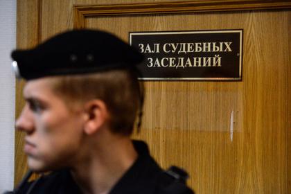 Офицер МВД упал в судорогах на приговоре по делу об аферах с закупками Mercedes