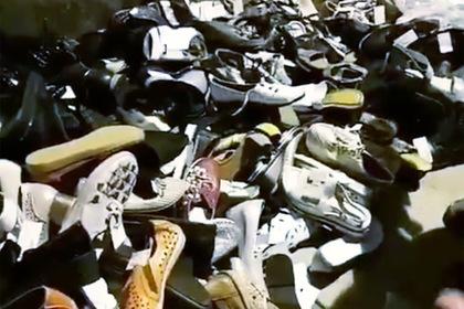 Гора выброшенной новой обуви попала на видео