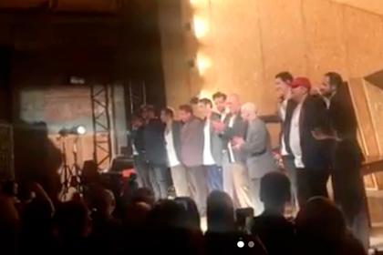 Зрители встретили освобожденного из-под домашнего ареста Серебренникова овациями