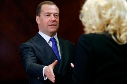 Медведев заявил о превосходстве женщин-руководителей над мужчинами