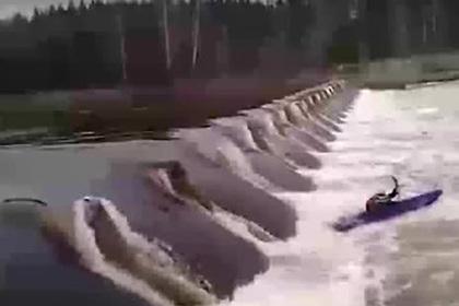 Гибель сплавлявшегося по российской реке туриста попала на видео