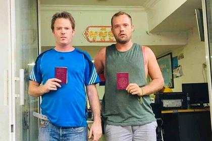 Полицейские заставили туристов дать странные обещания за дебош