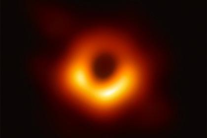 Ученым впервые удалось увидеть черную дыру. Чтоэтодаст человечеству?