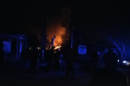На месте проведения контртеррористической операции в Тюмени загорелся дом