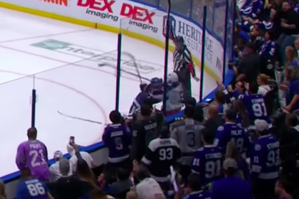 Рекордсмен НХЛ Кучеров ударил упавшего на колени соперника и был изгнан со льда