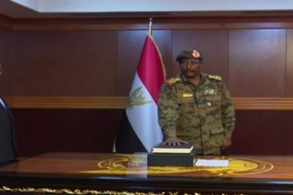Возглавивший временную власть в Судане министр объявил об отставке